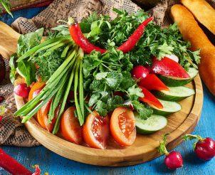 Букет из свежих овощей и зелени