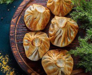Жареные хинкали с сыром сулугуни и зеленью